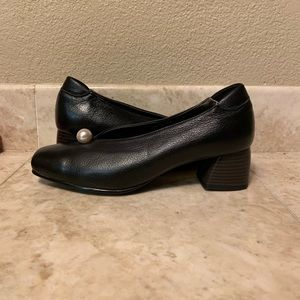 Black with Pearl Women High Heel Shoes Size 7.5
